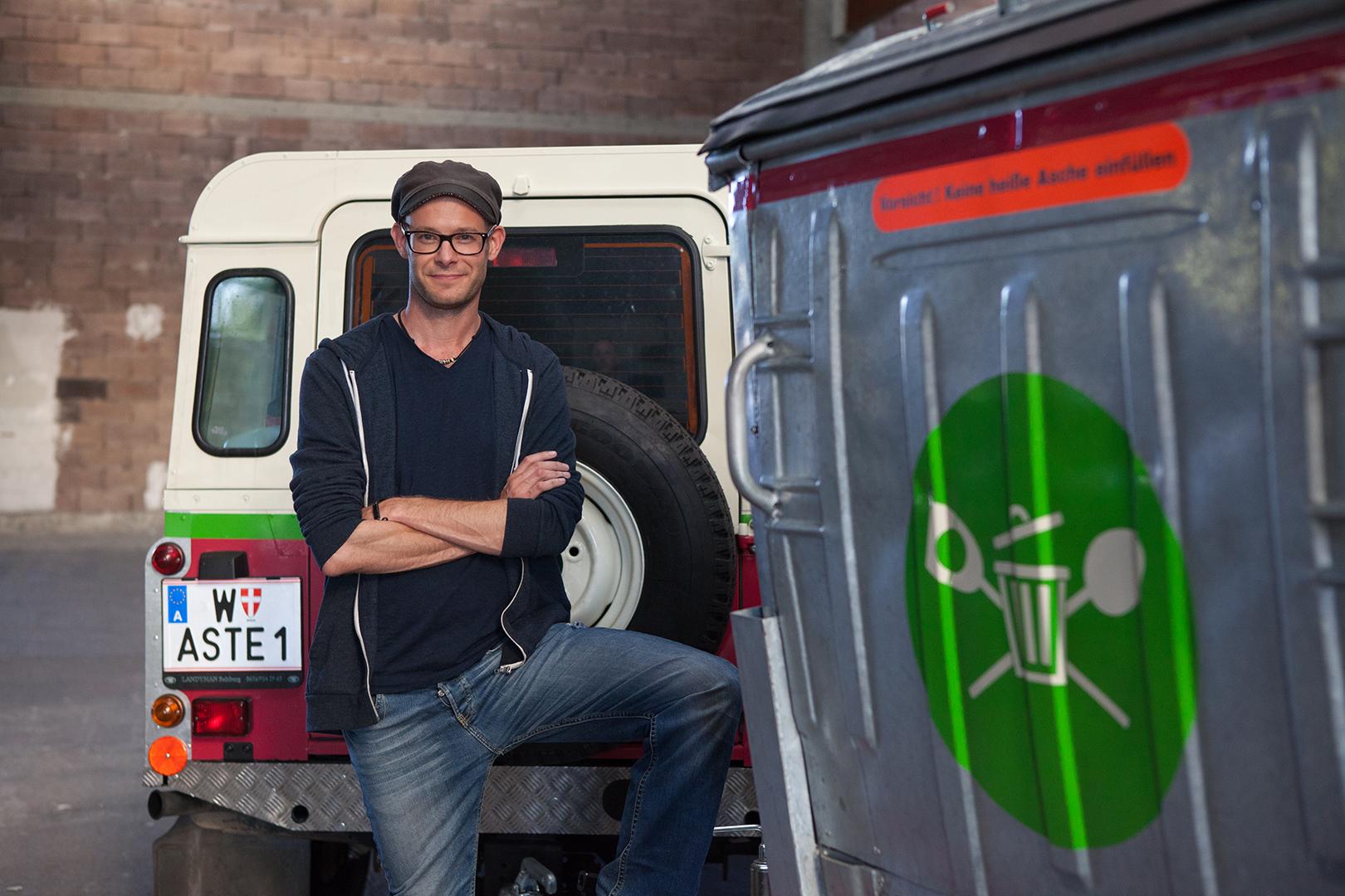 David Gross mit dem Wastemobil und der Wasteküche
